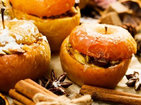Пълнени печени ябълки с плънка от тиквени семки, стафиди и канела - снимка на рецептата